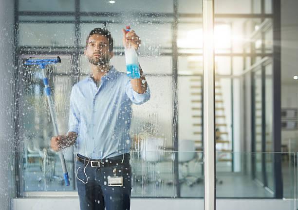 Manet est une entreprise de nettoyage spécialisée dans les vitreries
